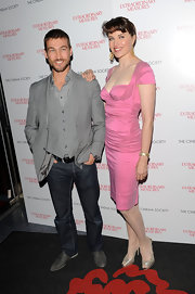 Andy Whitfield added a youthful touch to his gray blazer and vest combo with a pair of blue jeans.