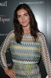 Hilary Rhoda showed off her casual side in medium length brunette waves.