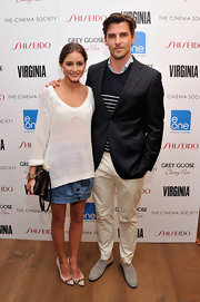 Olivia Palermo completed her casual look with a pair of white and tan woven pumps.