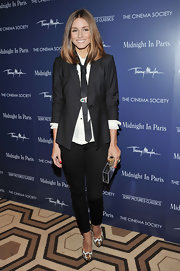 Olivia looked chic in blazer and neck tie for the premiere of 'Midnight in Paris.'