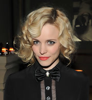 Rachel McAdams looked fun and flirty with this retro-inspired curly 'do.