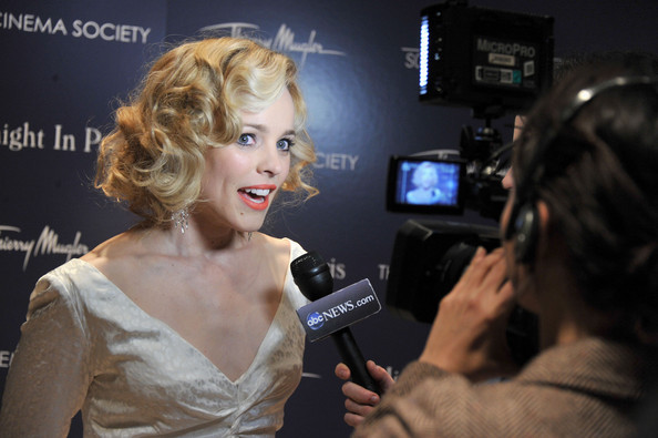 More Pics of Rachel McAdams Dangling Diamond Earrings (1 of 20) - Rachel McAdams Lookbook - StyleBistro