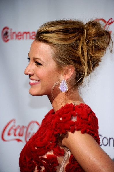 More Pics of Blake Lively Messy Updo (10 of 33) - Messy Updo Lookbook - StyleBistro [hair,hairstyle,human hair color,beauty,ringlet,blond,long hair,ponytail,fashion model,girl,arrivals,blake lively,recipient,award,caesars palace,pure nightclub,cinemacon 2011 awards ceremony,awards ceremony,breakthrough performer of the year,convention]