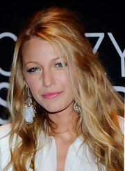 Blake Lively wore chunky stone earrings encased in a gold finish to the CinemaCon Awards.