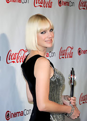 Anna Farris wore her tresses in a chic platinum pageboy for the CinemaCon awards ceremony.