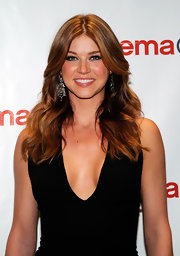 Adrianne Palicki arrived at CinemaCon 2012 wearing her hair simply styled in long waves.