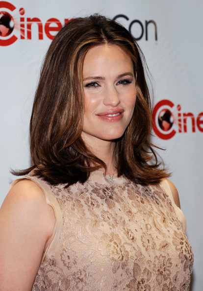 More Pics of Jennifer Garner Diamond Studs (1 of 13) - Jennifer Garner Lookbook - StyleBistro