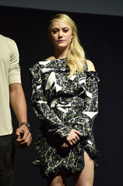 Maika Monroe donned a deconstructed-chic print blouse by Preen for CinemaCon.