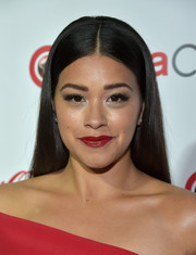 Gina Rodriguez opted for a no-frills straight hairstyle with a center part when she attended the CinemaCon Big Screen Achievement Awards.