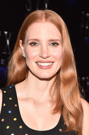 Jessica Chastain framed her face with a gently wavy hairstyle for CinemaCon 2017.