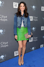 Emmy Rossum pared down her lime green skirt with a taupe snakeskin clutch.
