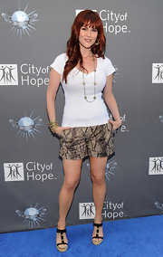 Sara Rue kept her look casual with black woven espadrille wedges.