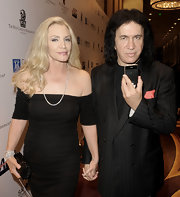 Shannon Tweed accentuated her look by wearing a long diamond necklace.