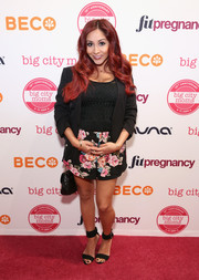 Nicole Polizzi attended the Big City Moms Biggest Baby Shower wearing a simple black blazer over a knit top.