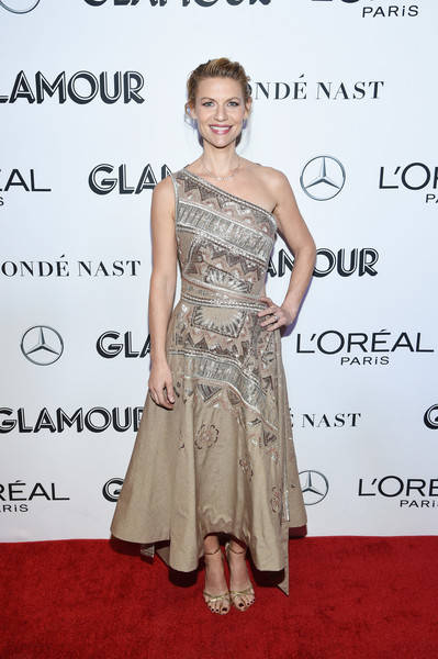 Claire Danes Strappy Sandals [dress,clothing,shoulder,fashion model,premiere,cocktail dress,joint,hairstyle,fashion,red carpet,new york city,glamour women of the year awards: women rise,arrivals,claire danes]