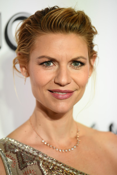 Claire Danes Pompadour [hair,face,eyebrow,hairstyle,blond,chin,skin,shoulder,beauty,lip,new york city,glamour women of the year awards: women rise,arrivals,claire danes]