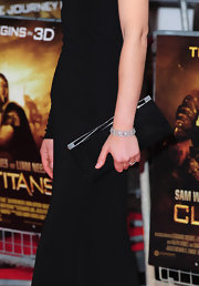 Alexa Davalos topped her black one-shouldered dress of with a boring black clutch. When your wearing a solid color it's best to add accessories which have a slight color difference. That way your ensemble has dimension and character.