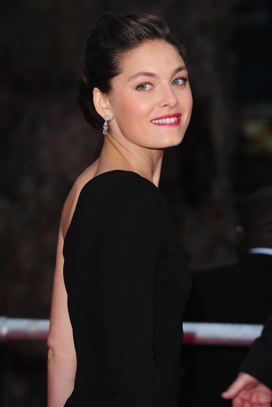 More Pics of Alexa Davalos Envelope Clutch  (4 of 10) - Alexa Davalos Lookbook - StyleBistro