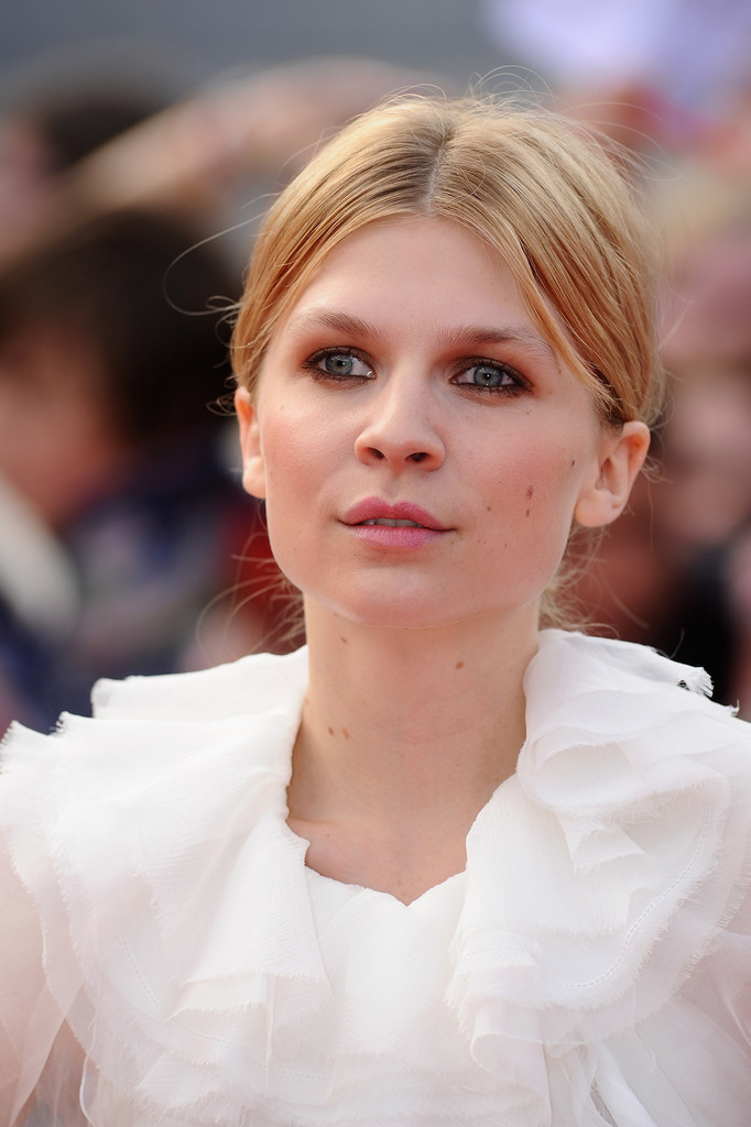 clemence poesy smoky eyes makeup lookbook stylebistro