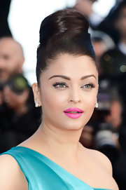 Aishwarya Rai's hot pink lips gave her pout a simply playful touch!