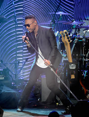 Miguel rocked classic black jeans and a blazer on stage at the pre-Grammy Gala.