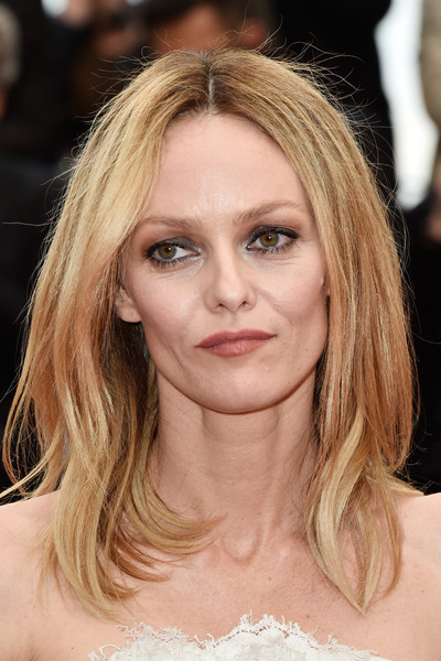 Vanessa Paradis styled her hair into a center-parted layered cut for the Cannes Film Festival closing ceremony.