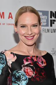 Amy Ryan opted for a simple, sleek center-parted ponytail when she attended the 'Birdman' gala presentation.
