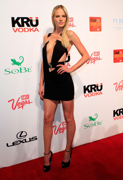 Anne V certainly isn't afraid to show some skin. The supermodel wore this cutout dress to the SI Swimsuit event.