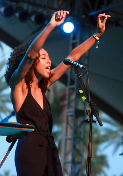 More Pics of Corinne Bailey Rae Wayfarer Sunglasses (1 of 10) - Corinne Bailey Rae Lookbook - StyleBistro