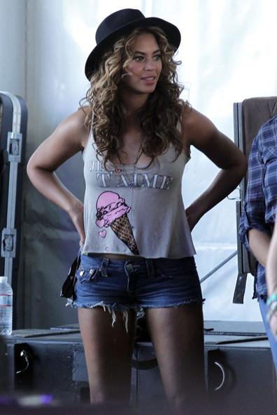 Beyoncé Wears Short Shorts