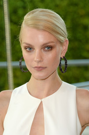 Jessica Stam spiced up her simple 'do with a pair of Lorraine Schwartz gemstone hoops for the CFDA Fashion Awards.
