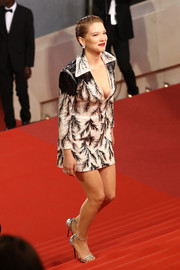 Lea Seydoux polished off her look with a pair of silver ankle-strap sandals, also by Louis Vuitton.