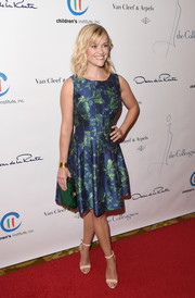 Reese Witherspoon matched her dress with a green Perspex clutch by Charlotte Olympia.