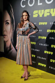 Sarah Wayne Callies donned a metallic print dress with a pleated skirt for the Madrid premiere of 'Colony.'