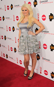 Holly Madison donned gray and black peep toes adorned with delicate bows. The shoes were a girly choice for her dove gray frock.