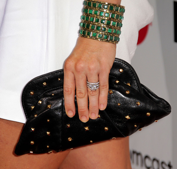 Kendra sparkled on the red carpet with a mind blowing diamond wedding ring.