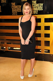 Elisha Cuthbert brought out her inner siren in this form-fitting little black dress at the Comedy Awards.
