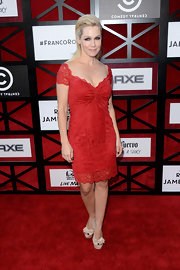 Jennie Garth wore a lacy red dress to the Comedy Central roast of James Franco.