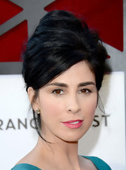 Sarah Silverman brought back the '60s with a gravity-defying beehive.
