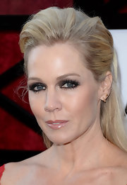 Jennie Garth took her blonde locks to the max with this super-teased 'do.