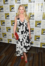Jennifer Morrison rounded out her red, black, and white-themed ensemble with a leather clutch.