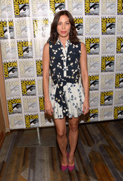 Michaela Conlin looked pretty and youthful in a sleeveless floral shirtdress while attending Comic-Con International 2016.