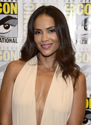 Lesley-Ann Brandt looked oh-so-beautiful with her center-parted waves during Comic-Con International 2016.