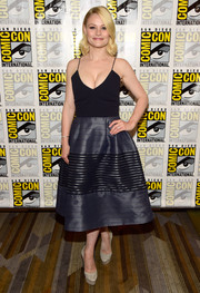 Emilie De Ravin pulled her elegant look together with a pair of taupe platform pumps.