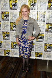 Abigail Breslin dressed down her look with a gray denim jacket.