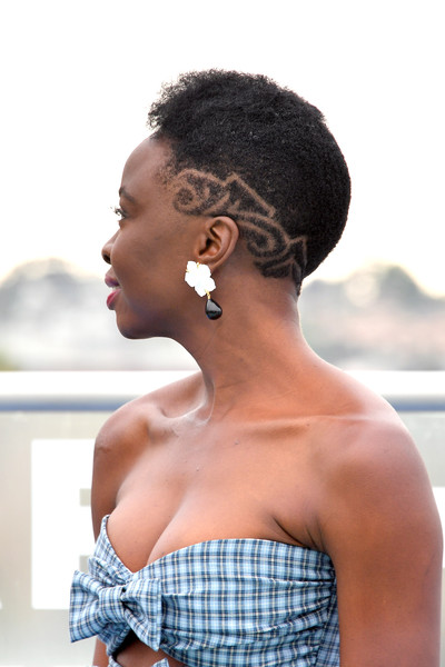 Danai Gurira attended the Comic-Con International 2018 photocall for 'The Walking Dead' wearing her natural curls with patterned sides.