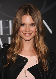 Behati Prinsloo sported a billowy center-parted 'do with lots of shine at the 'Connecting the Dots' book launch.