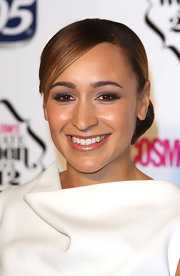 Jessica wore her hair in a sweet side-parted 'do for the Cosmo Ultimate Woman of the Year Awards.