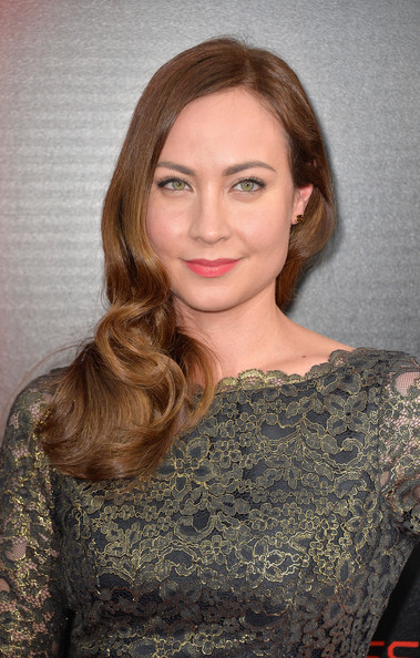 Courtney Ford Long Wavy Cut
