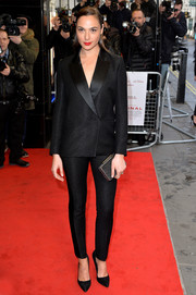 Gal Gadot looked very polished in this black pantsuit at the UK premiere of 'Criminal.'